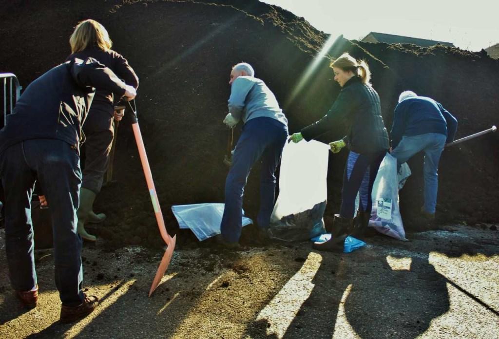 Gratis beschikbaar gestelde compost af te halen op de Zienlaan