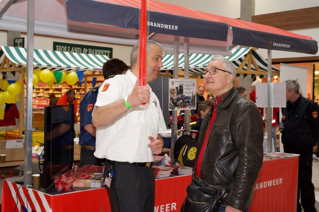 Binnen in winkelcentrum 't Loo konden inwoners van Heiloo informatie en tips krijgen betreffende veiligheid in en rondom het huis. STiP Fotografie © Uitkijkpost Media B.v.