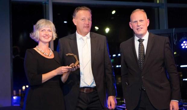 Jessica Groentjes en Marc Valkering namen de Bronzen Waaier in ontvangst van burgemeester Han ter Heegde