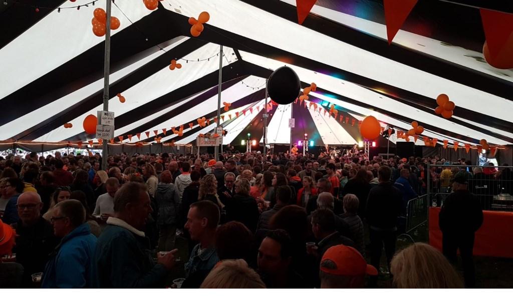Het is goed druk in de tent. Foto: Marcel Mulder © Uitkijkpost Media B.v.