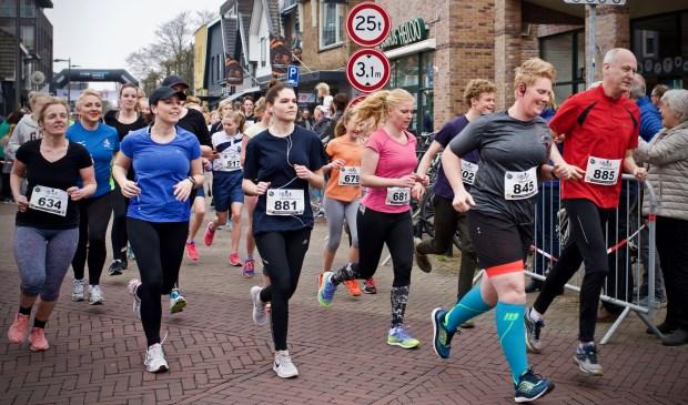 Onderweg voor de run van 4,8 kilometer. STiPp Fotografie © Uitkijkpost Media B.v.