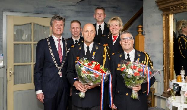 Vlnr: Burgemeester Toon Mans, plv teamcommandant Hakan Meijer, John Hanskamp, Postcommandant Ton Dekker, teamcommandant Petra Abma & Hans Roemer