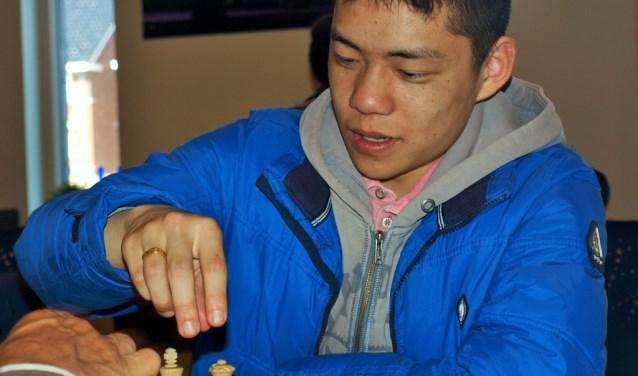 Topspeler Hing Ting Lai komt simultaanschaken in Limmen.