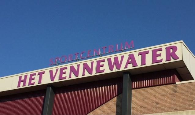 Ook op het dak van Sportcentrum Het Vennewater liggen zonnepanelen.