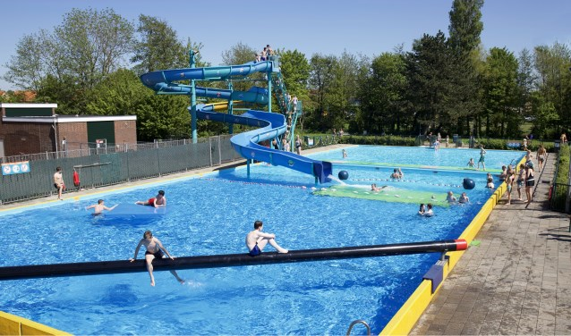 Een frisse duik in zwembad De Zien.