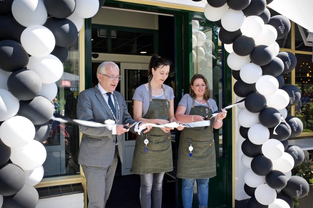 Opening Keuken met Karakter door burgemeester Hans Romeyn, Mariska en Sophie. STiP Fotografie © Uitkijkpost Media B.v.