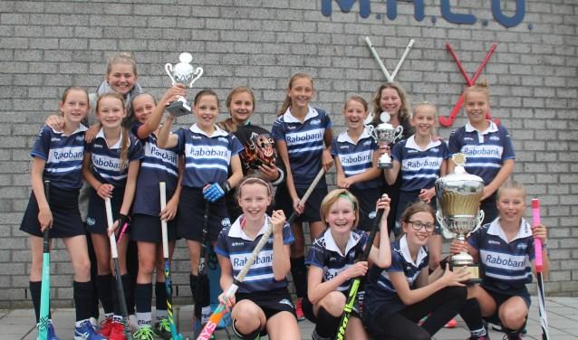 De meiden van Mixed Hockey Club Uitgeest MD1.