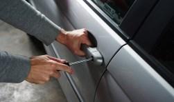 Professionele inbrekers hebben een auto zo open.