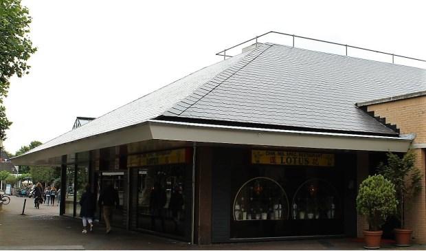 Chinees Indisch Specialiteiten restaurant Lotus, aan de buitenkant van winkelcentrum 't Loo.