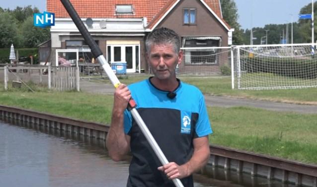 Hans Blankendaal van het Hoogheemraadschap bij het gemaal in Uitgeest.