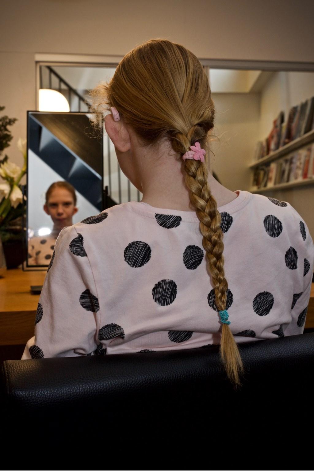 Een prachtige haarvlecht welke Lies doneert aan Stichting Haarwensen. Foto: STiP Fotografie © Uitkijkpost Media B.v.