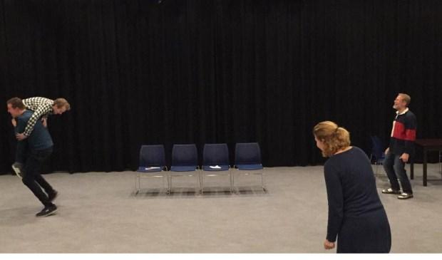 Een scene uit het toneelstuk 'Cloaca'