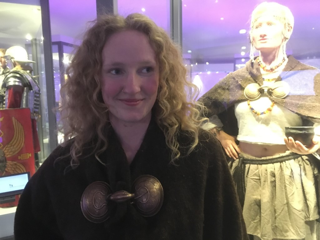 Winnares Minke voor de mensfiguur Julia in het Huis van Hilde