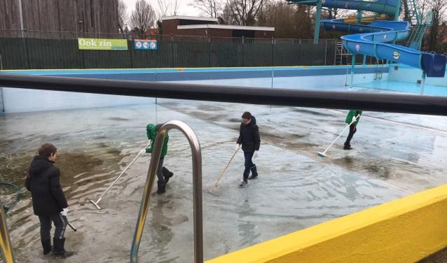 Leerlingen Binnenmeer druk in de weer tijdens NLdoet.