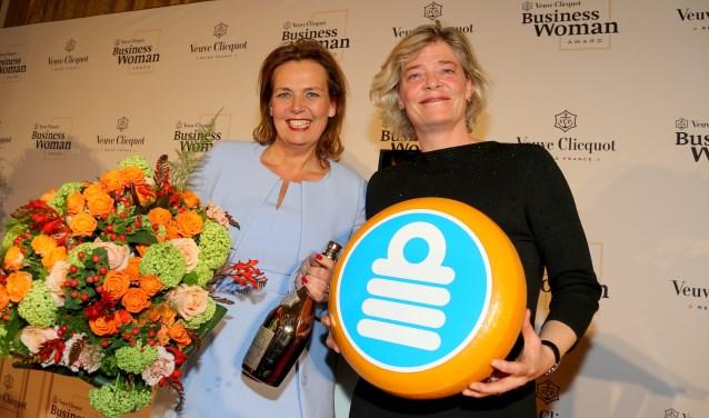 Links Zakenvrouw 2019 Mireille Kaptein, rechts Marry de Gaay Fortman, voorzitter van het bestuur van Topvrouwen.nl.