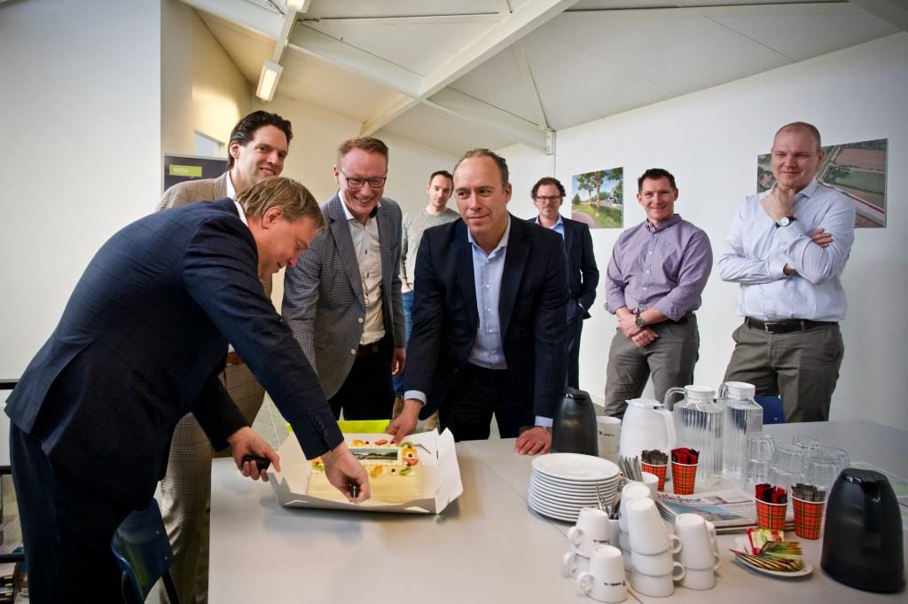 Bij een officiële start hoort taart. Foto: STiP Fotografie © Uitkijkpost Media B.v.
