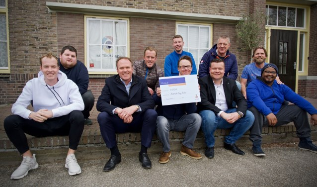 Achter van links naar rechts:  Kevin, Nick, Kevin, Jaap en Patrick.  Voor van links naar rechts:  Dennis, Theo Groot (Rabobank), Jop, Wouter Bakker (Rabobank), Helder