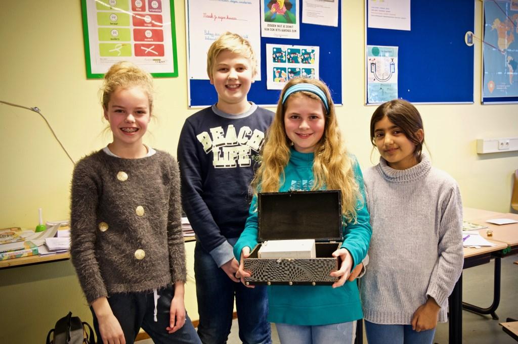 De winnaars van het spel met de escapeboxen. Vlnr. Marleen, Akyn, Meike en Abeda.