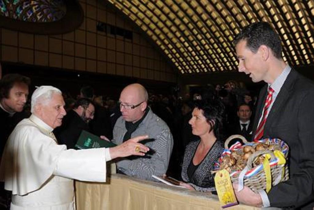 Paul Vlaar bij Paus Benedictus. Foto: Aangeleverd © Uitkijkpost Media B.v.