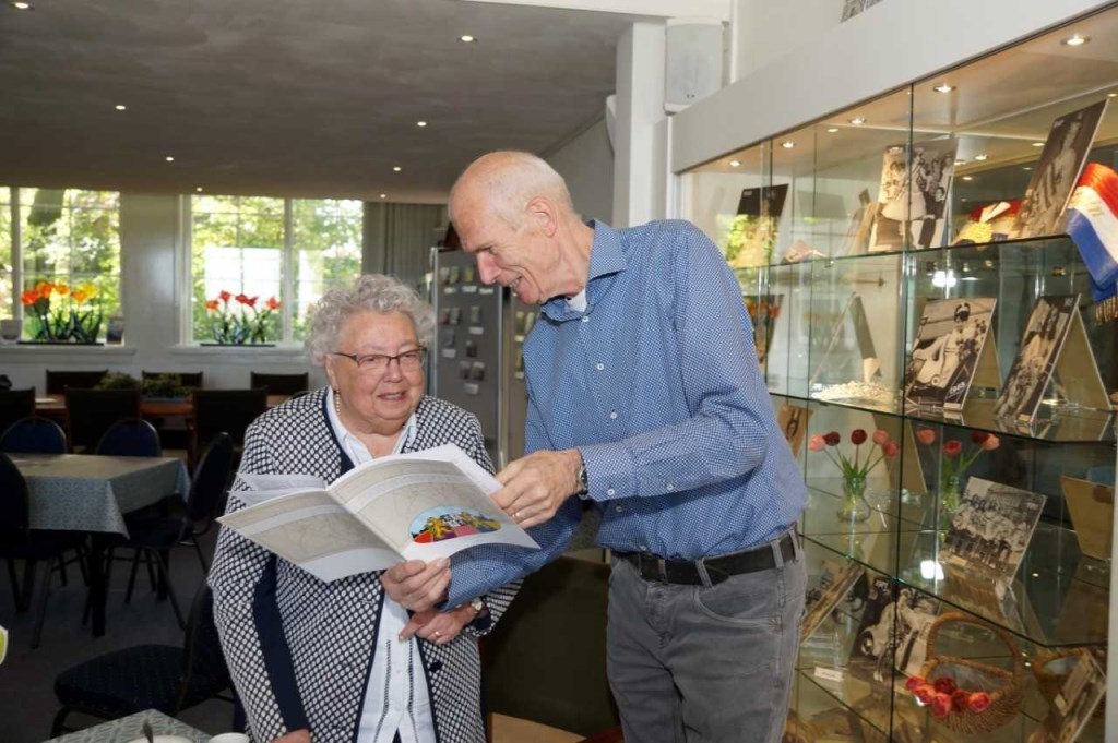 voorzitter Ron Duindam met mevrouw Bakker