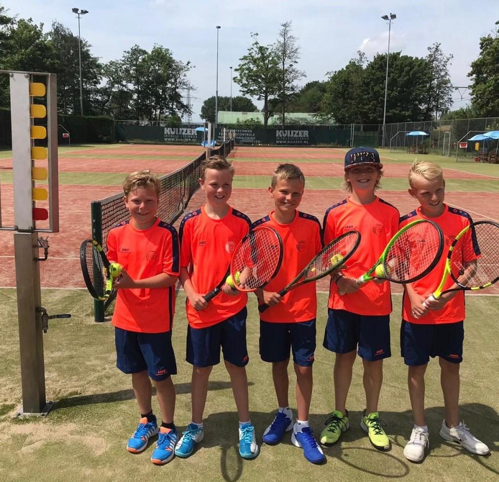 De kampioenen van Groen1: Mart, Tim, Tim, Dax en Bram (Tijn ontbreekt op de foto) Foto: aangeleverd © Uitkijkpost Media Bv.