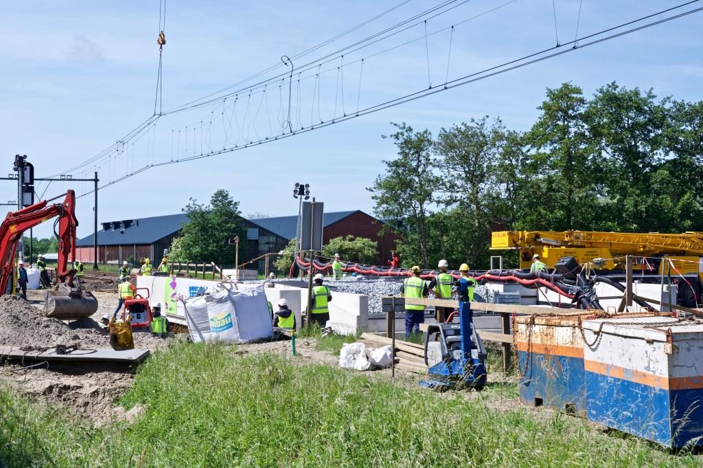 Na urenlange vertraging ligt het spoordek op zijn plaats. Foto: STiP Fotografie © Uitkijkpost Media B.v.