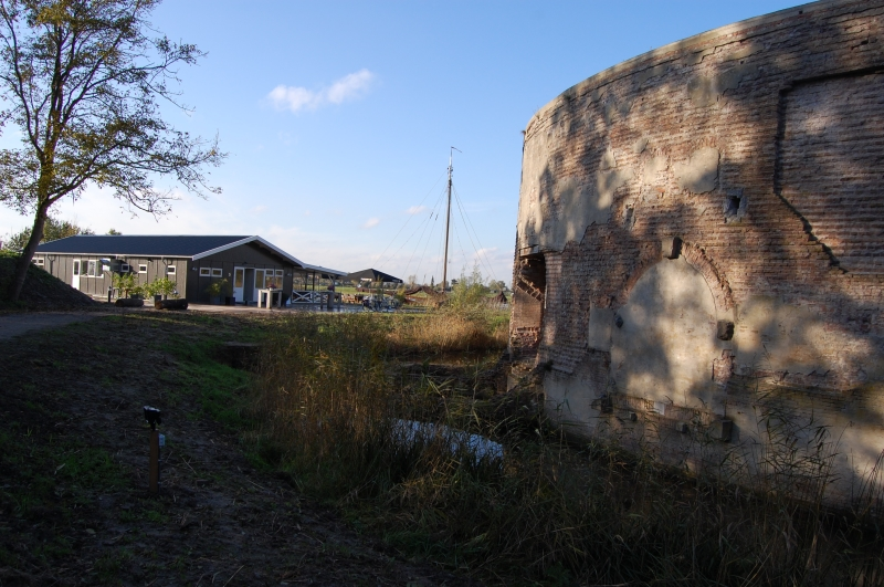 Achter het fort ligt het restaurant  © Enter Media