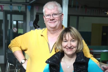 Zwemleraren Jim en Gosia Faasen in het WeesperNieuws: we zijn trots op wat we hebben bereikt.