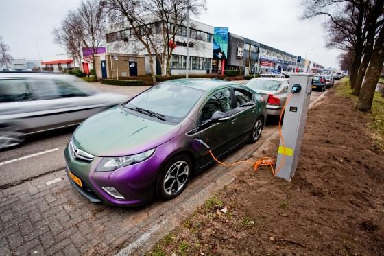 Nieuw Oplaadpunt Voor Elektrische Auto S Aan Hogeweyselaan