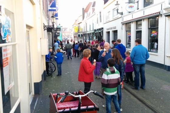 Voor Nelis in de Slijkstraat stond zondag een lange rij