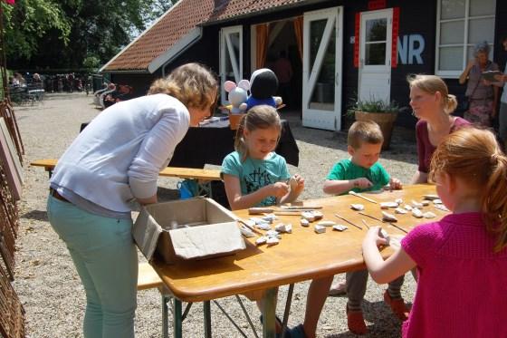 Kinderen mogen in de Theetuin zelf beeldhouwen  © Enter Media