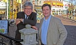 Wethouders Jaeger (links) en Voorink zeggen dat Kerkbrink geen geschikte plek is voor standbeeld.