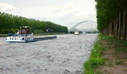 Het kanaal is nu de grens tussen Amsterdam en Weesp.
