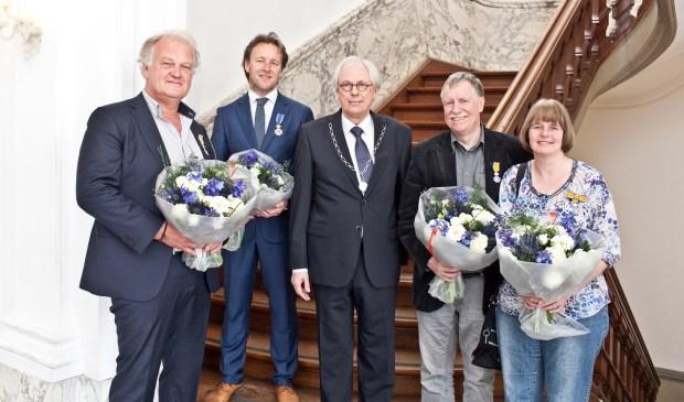 Vlnr: Janton Stork, Piek Vossen, burgemeester Van Bochove, Alexander en Marijke Bauwens