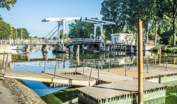 De pontonbrug is er voor fietsers en voetgangers.