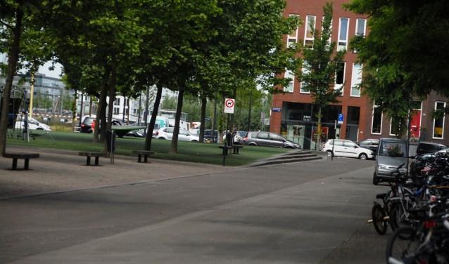 Op het Joris Ivensplein komen onder meer nog honderd extra fietsparkeerplekken.