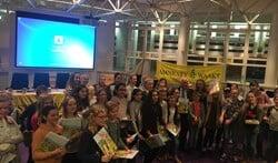 De winnaars van de gedichtenwedstrijd 'Dichter bij Vrijheid'.