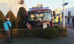 Schade aan Weesper brandweerauto is groot. Foto's: Jelle Stoop