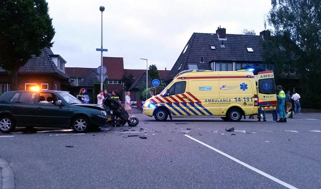 BussumsNieuws NaarderNieuws - Scooteraar gewond na ongeluk Laarderweg f612a6083466