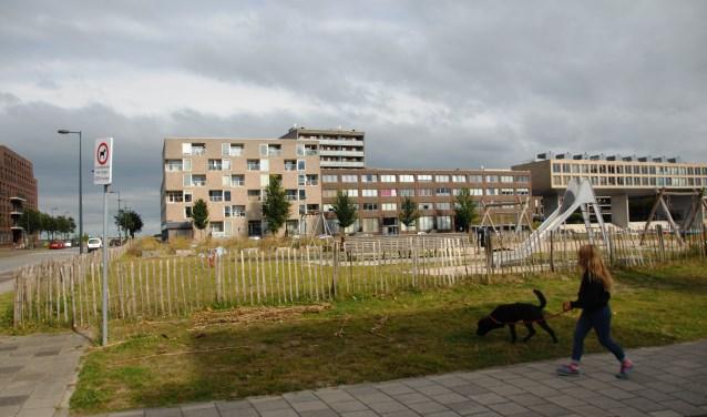 De bewoners van Blok 14 kijken uit op het kavel waar onder andere statushouders zullen wonen.