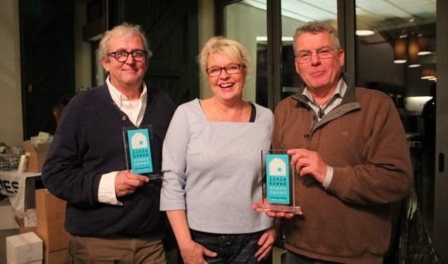 Steven van Nie, Marius Heslenfeld en zijn vrouw nemen de Linie Award 2016 in ontvangst.