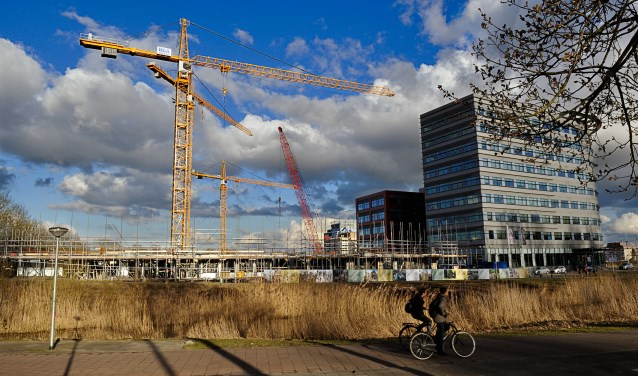 In Holland park wordt druk gebouwd, binnenkort ook aan een nieuwe school?