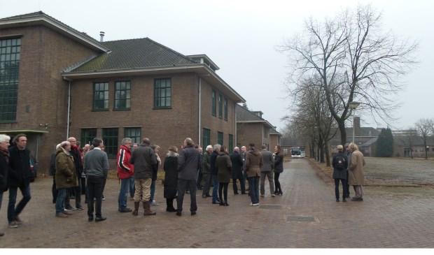 Bezoekers bekeken onder andere de gebouwen van het Ensemble op het Crailo-terrein. Omwonenden zouden deze graag willen behouden in de toekomst.