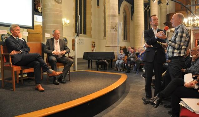 Kerk stoomt vol voor vragen aan Amsterdam en Gooise Meren