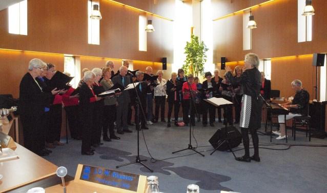 Carpe Diem trad 9 september op in de raadszaal tijdens het Gemeentecafé.