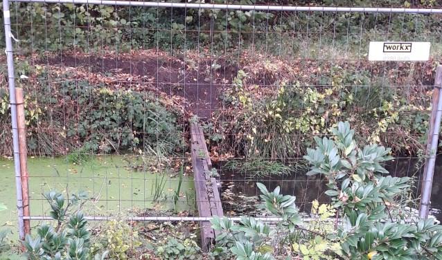 Gemeente Weesp plaatst tijdelijk hek.