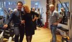 Fysiotherapeuten Gerard Miltenburg en Mireille Butzelaar zijn verhuisd naar de Julianastraat. Rechts collega Henny van Lochem van de andere Weespse praktijk.