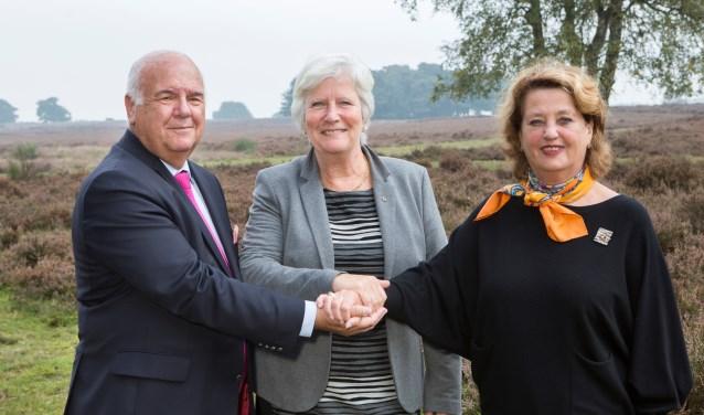 Fons Hertog (burgemeester Huizen), Anne-Marie Kennis (locoburgemeester Blaricum) en Rinske Kruisinga (burgemeester Laren) hebben er vertrouwen in.