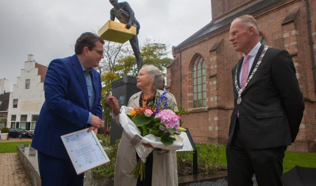Sacha van Rood, de weduwe van professor Jon J. van Rood, nam de 'Gouden Klim' in ontvangst.