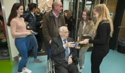 Dankzij de Rotary kunnen ouderen naar de musical op school.